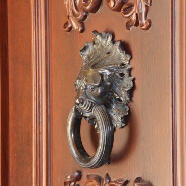 Двери в дом